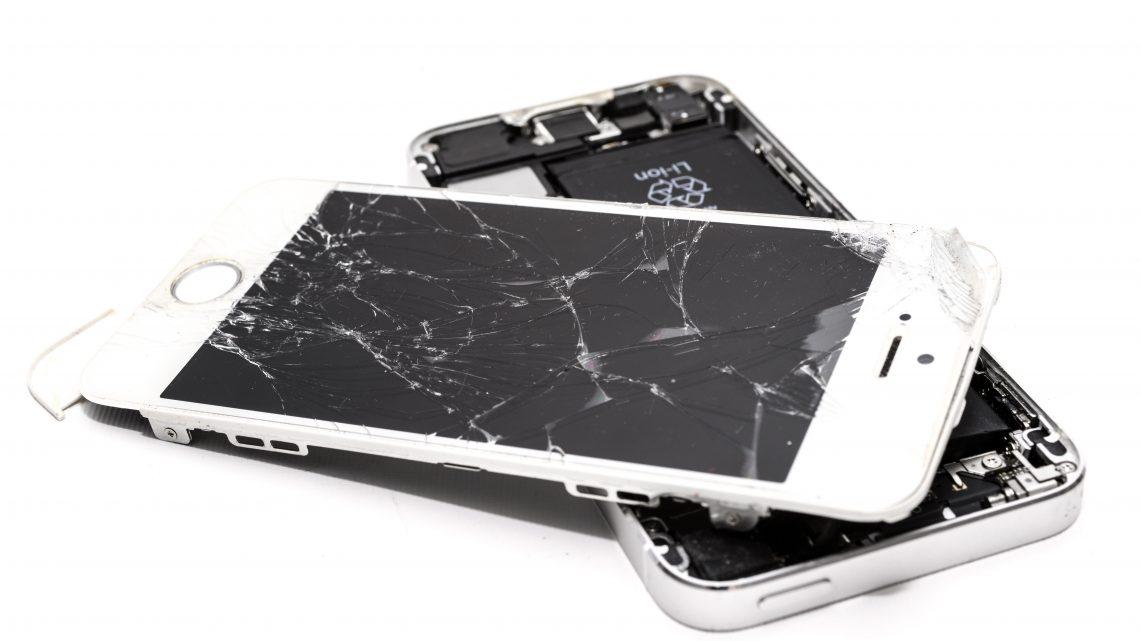 3 manieren om een gebarsten telefoonscherm te repareren