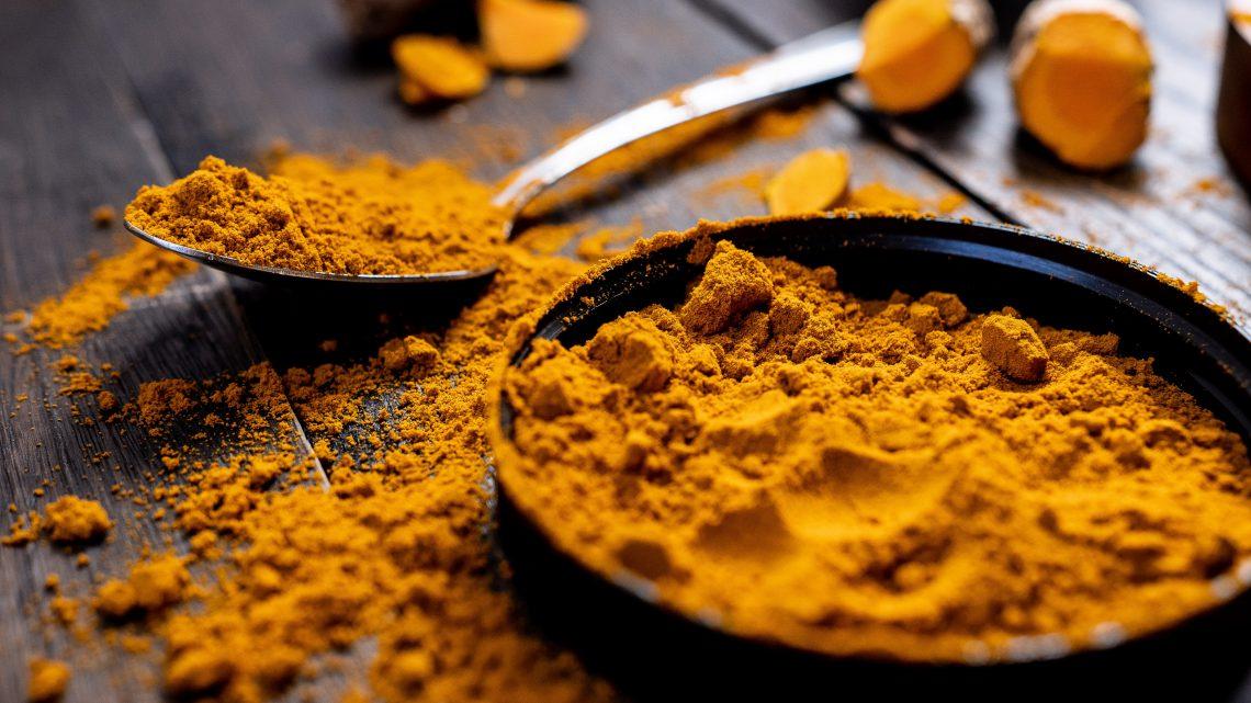 De gezonde en lekkere voordelen van kurkuma